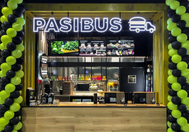 Pasibus serves its iconic burgers at Galeria Młociny in Warsaw